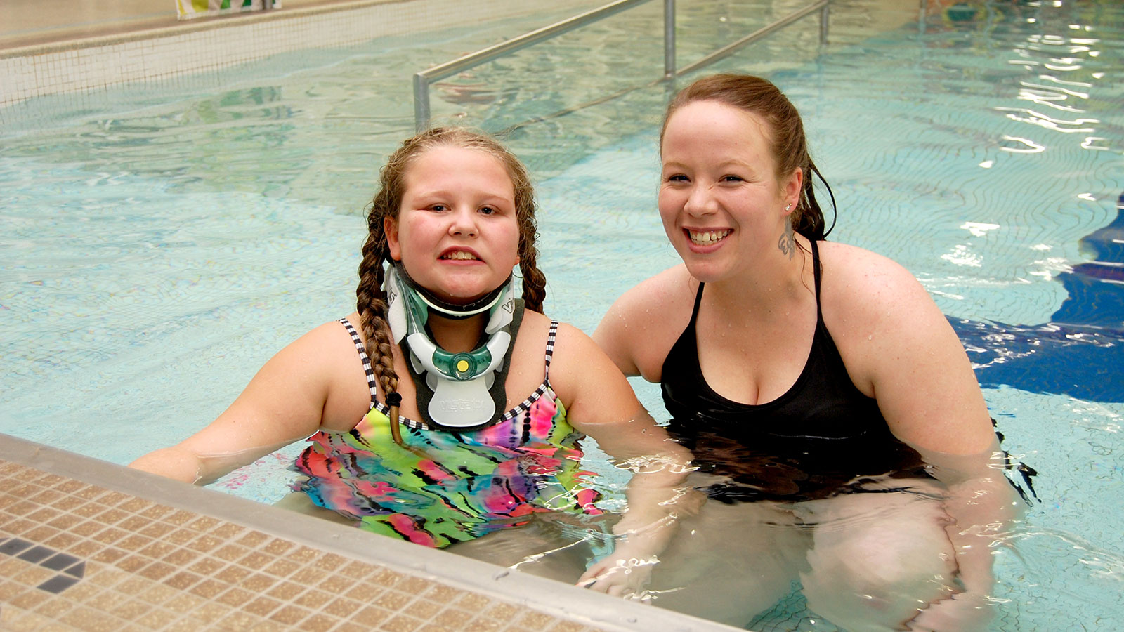 Gracen & Brittany in thePool
